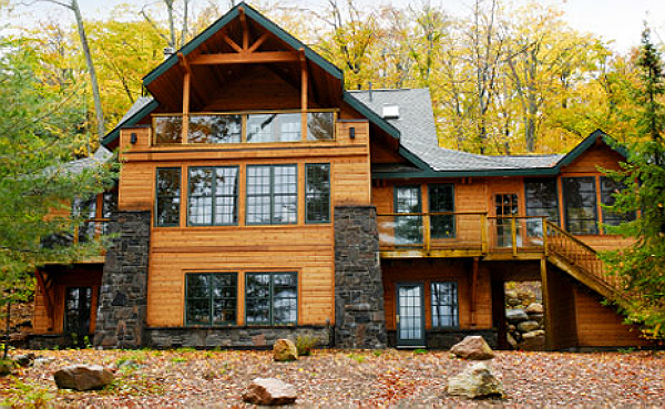 Beautiful Log Home in Cottage Country